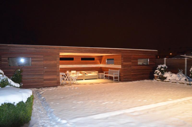 tuinhuis padoek en terrasoverkapping met led verlichting 01jpg
